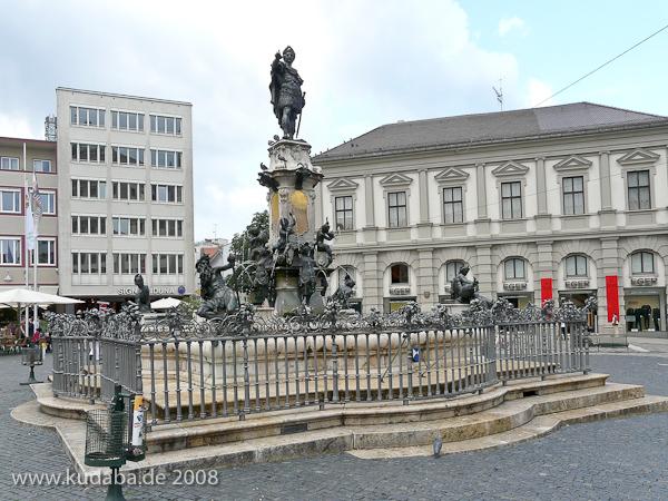 Augustus-Brunnen in Augsburg auf dem Rathausplatz aus den Jahren 1588 - 1594 (Renaissance).