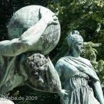 Bismarck-Nationaldenkmal am Großen Stern in Berlin-Tiergarten von Reinhold Begas, Detailansicht mit Atlas