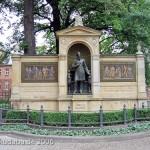 Denkmal Albrecht von Graefe in Berllin-Mitte von 1881, Gesamtansicht