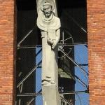 Katholische Kirche St. Bernhard in Berlin-Dahlem von Wilhelm Fahlbusch von 1932 - 1934, Detailansicht von der Skulptur des St. Bernhard