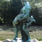 """Bronzeskulptur """"Der seltene Fang"""" von Ernst Herter aus dem Jahre 1896 im Victoriapark in Berlin-Kreuzberg, Gesamtansicht"""