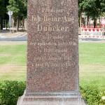 Duncker-Denkmal vor dem Bahnhof Rathenow, Detailansicht vom Sockel