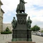 Denkmal Freiherr vom Stein von Hermann Schievelbein in Berlin-Kreuzberg von 1872, Gesamtansicht
