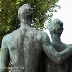 """Skulpturen-Gruppen """"Menschenpaar"""" von Georg Kolbe am Maschsee in Hannover, Detail von der Rückenansicht"""