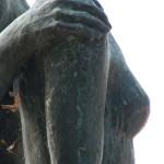 """Skulpturen-Gruppen """"Menschenpaar"""" von Georg Kolbe am Maschsee in Hannover, Detail von der Seitenansicht"""