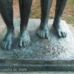 """Skulpturen-Gruppen """"Menschenpaar"""" von Georg Kolbe am Maschsee in Hannover, Füße und Bodenplatte"""