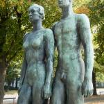 """Skulpturen-Gruppen """"Menschenpaar"""" von Georg Kolbe am Maschsee in Hannover, Detail von der Vorderansicht"""