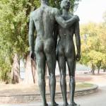 """Skulpturen-Gruppen """"Menschenpaar"""" von Georg Kolbe am Maschsee in Hannover, Rückenansicht"""