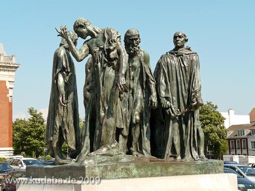 """Denkmal """"Bürger von Calais"""" in Calais von Auguste Rodin von 1889, Gesamtansicht der Vorderseite"""