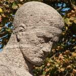 Gefallenen-Denkmal von Eberhard Encke von 1924 in der Baerwaldstrasse in Berlin-Kreuzberg, Detailansicht der Skulptur, Kopf