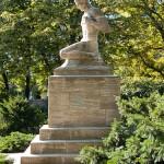 Gefallenen-Denkmal von Eberhard Encke von 1924 in der Baerwaldstrasse in Berlin-Kreuzberg, Gesamtansicht
