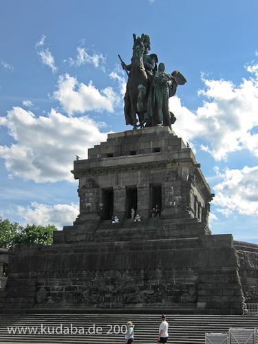 Das Reiterstandbild des Kaiser Wilhelm I. auf dem Deutschen Eck in Koblenz, Gesamtansicht