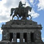 Das Reiterstandbild des Kaiser Wilhelm I. auf dem Deutschen Eck in Koblenz, Ansicht der Skulptur und des Sockels