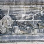 Das Reiterstandbild des Kaiser Wilhelm I. auf dem Deutschen Eck in Koblenz, Detailansicht des Sockelfrieses