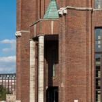 Ullsteinhaus in Berlin-Tempelhof nach Plänen von Eugen Schmohl, 1927 im expressionistischen Stil fertiggestellt, Ansicht mit der Ullstein-Eule von Fritz Klimsch