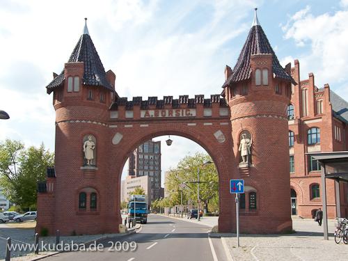 Werkstor der ehemaligen Borsigwerke in Berlin-Tegel von den Architekten Konrad Reimer und Friedrich Körte aus dem Jahr 1898 im historistischen Stil