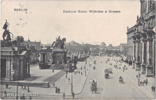 Ansicht des ehemaligen Kaiser-Wilhelm-Nationaldenkmals vor dem ehemaligen Stadtschloss in Berlin-Mitte, die Ansichtskarte wurde am 8.10.1915 als Feldpost von Gumbinnen versendet.