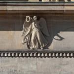 Die Neue Wache an der Prachtstraße Unter den Linden in Berlin-Mitte wurde von Karl Friedrich Schinkel gestaltet und zwischen 1816 und 1818 als Wachhaus für die Wache des Königs und als Gedenkstätte für die Befreiungskriege (1813 - 1815) gegen Napoleon Bonaparte errichtet. Heute ist sie Zentrale Gedenkstätte der Bundesrepublik Deutschland für die Opfer von Krieg und Gewaltherrschaft.